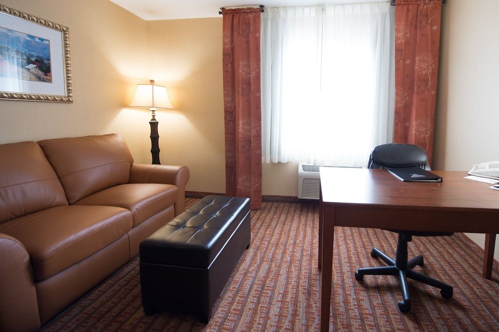 Living Area, Phoenix Inn Suites - Lake Oswego