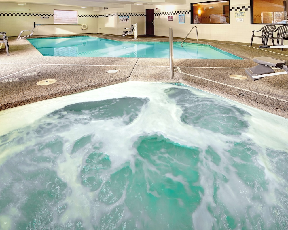 Indoor Pool, Phoenix Inn Suites - Lake Oswego