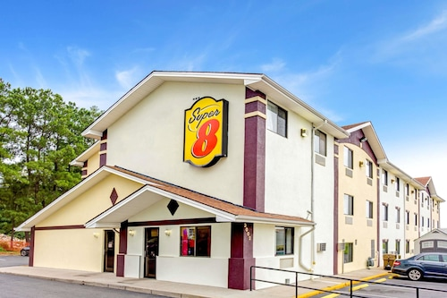 Super 8 by Wyndham Fredericksburg/Central Plz Area