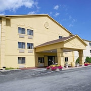 La Quinta Inn by Wyndham Milwaukee Glendale Hampton Ave