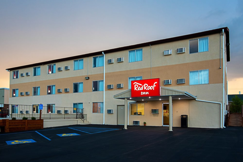 Exterior, Red Roof Inn Cameron