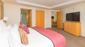 Junior Suite, 1 King Bed, Balcony - Guestroom