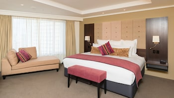 Junior Suite with Balcony King - Guestroom