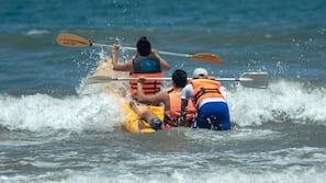 Ubicación a pie de playa, sombrillas, toallas de playa y buceo con tubo