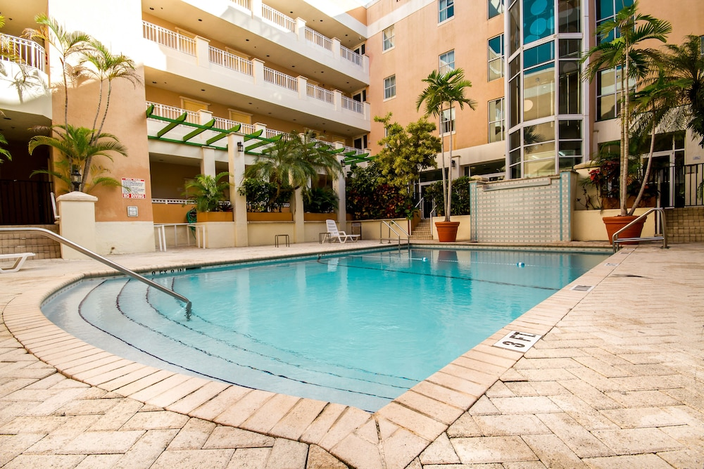 Outdoor Pool, Rodeway Inn South Miami Coral Gables