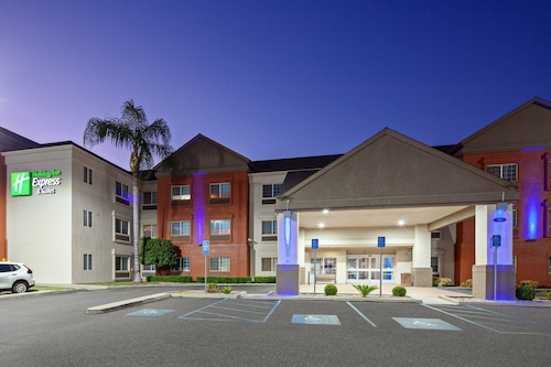 Holiday Inn Express & Suites Tulare