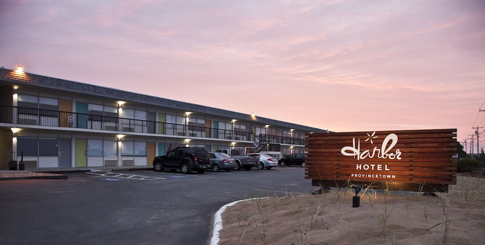 Building design, Harbor Hotel Provincetown