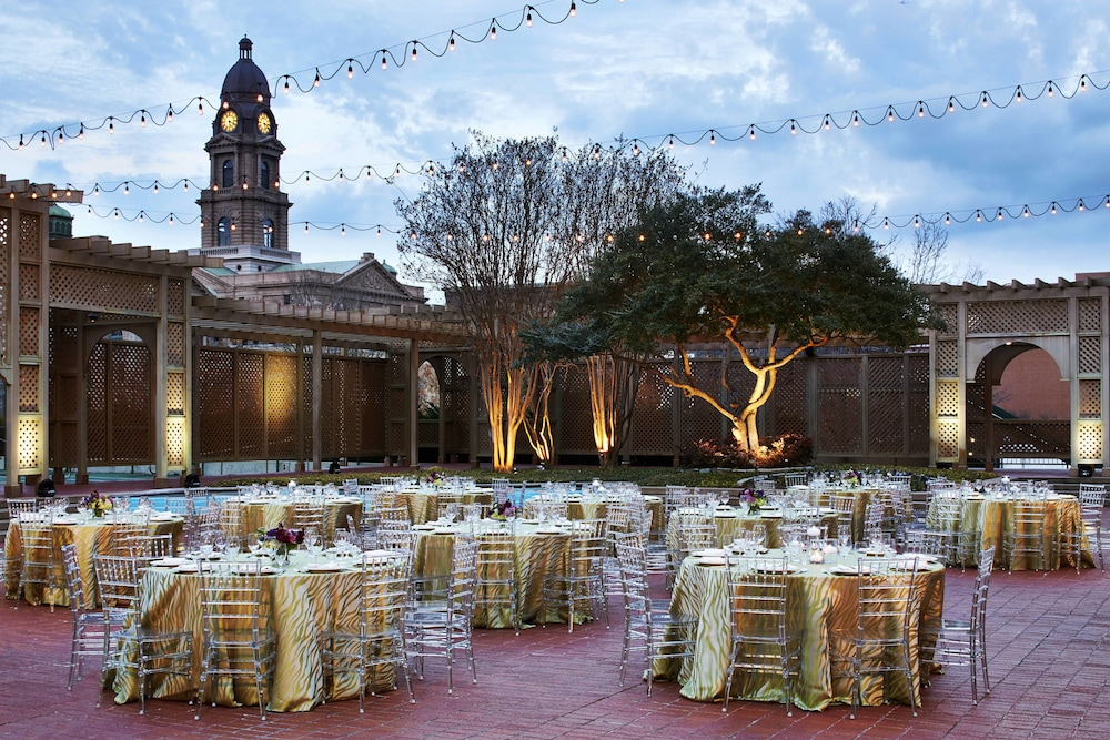 Outdoor Banquet Area, The Worthington Renaissance Fort Worth Hotel