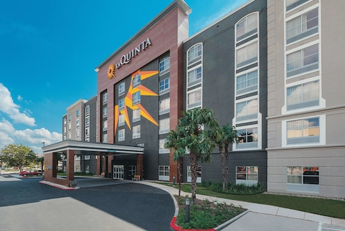 La Quinta Inn & Suites by Wyndham San Antonio Downtown