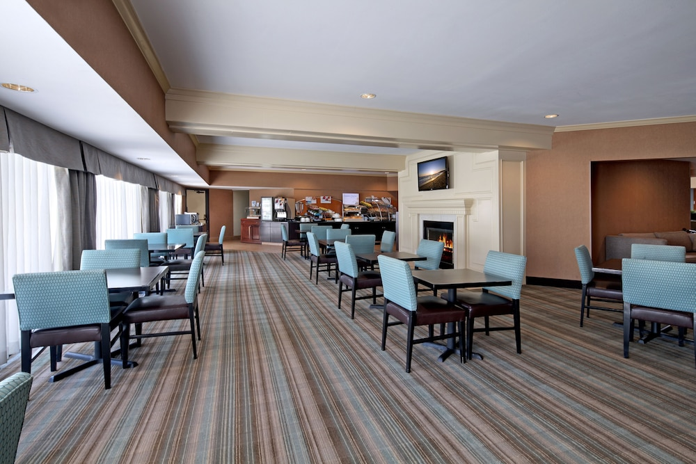 Breakfast Area, Holiday Inn Express Port Hueneme, an IHG Hotel