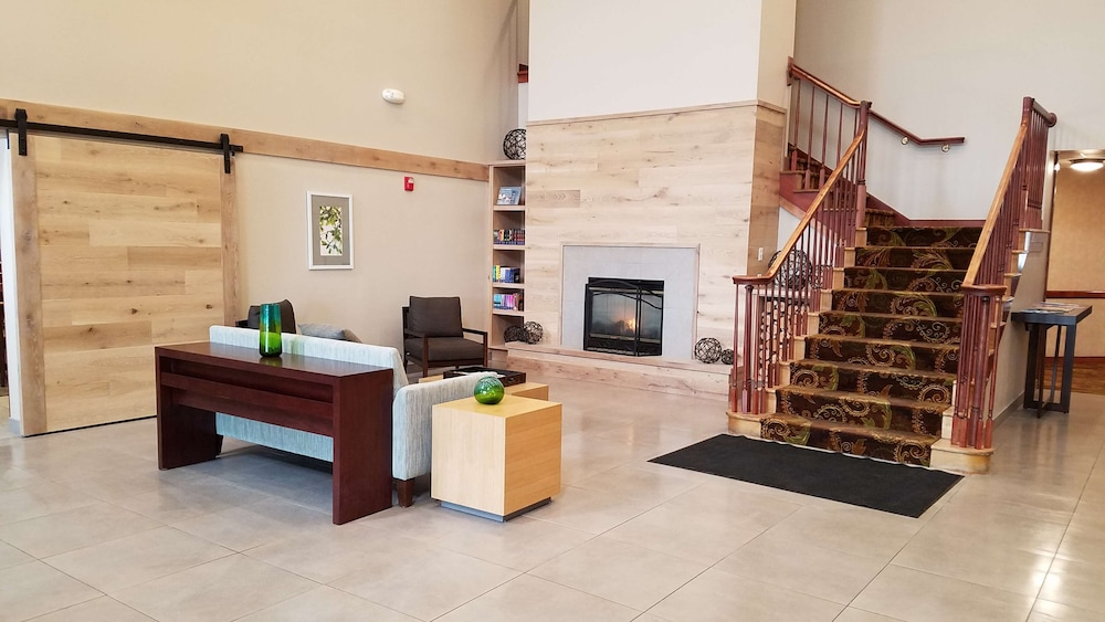 Lobby, Country Inn & Suites by Radisson, Milwaukee West (Brookfield), WI