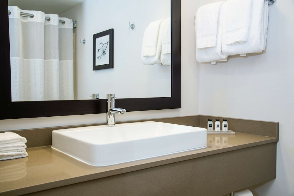 Bathroom, Country Inn & Suites by Radisson, Milwaukee West (Brookfield), WI