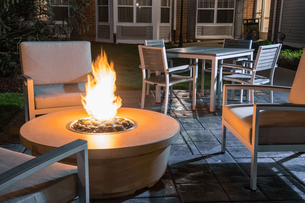 Terrace/Patio, Country Inn & Suites by Radisson, Milwaukee West (Brookfield), WI