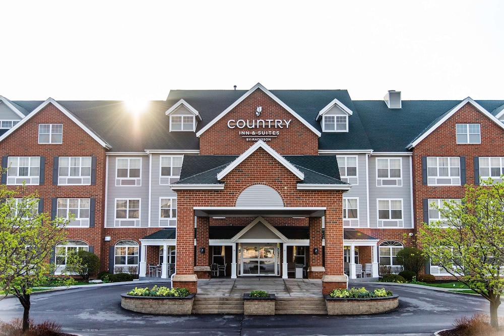 Exterior, Country Inn & Suites by Radisson, Milwaukee West (Brookfield), WI