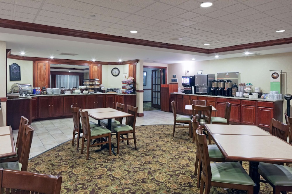 Breakfast Area, Country Inn & Suites by Radisson, Milwaukee West (Brookfield), WI