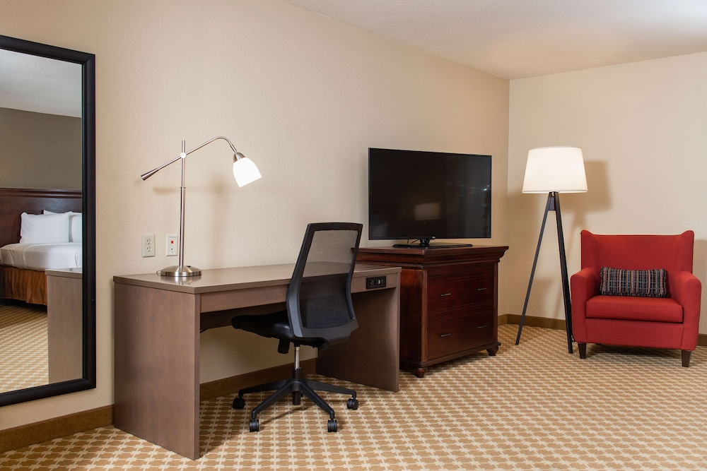 Room Amenity, Country Inn & Suites by Radisson, Milwaukee West (Brookfield), WI