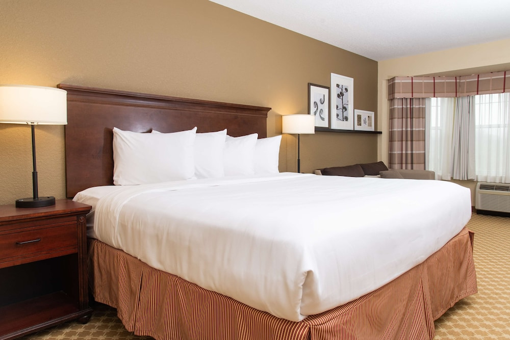 Room, Country Inn & Suites by Radisson, Milwaukee West (Brookfield), WI