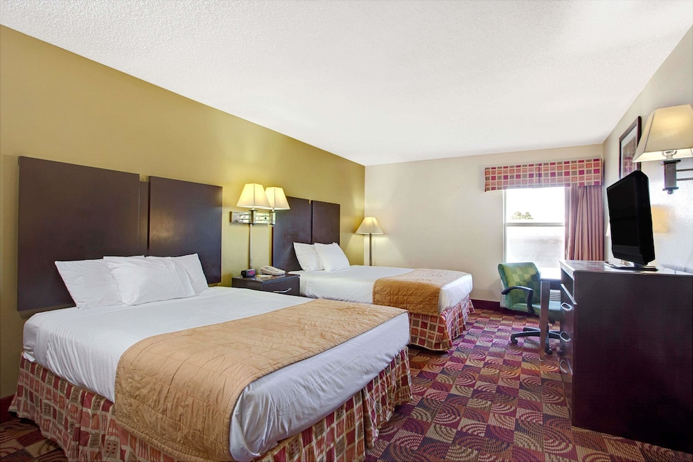 Room, Days Inn & Suites by Wyndham Ridgeland
