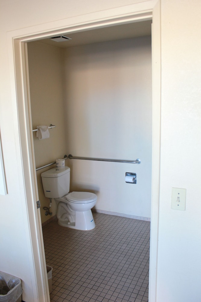 Bathroom, Days Inn by Wyndham Barstow