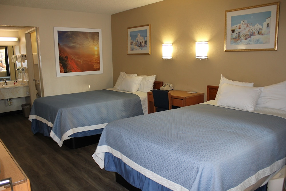 Room, Days Inn by Wyndham Barstow