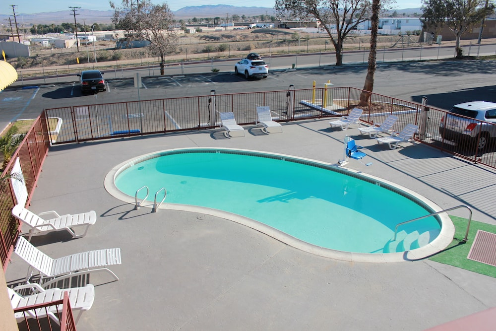Outdoor Pool, Days Inn by Wyndham Barstow