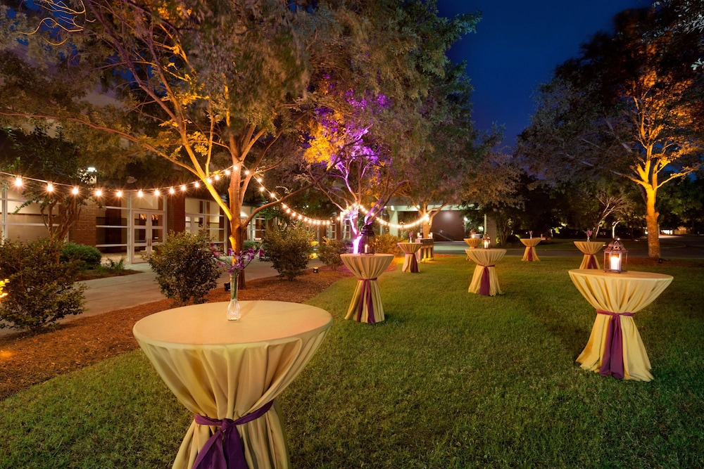 Outdoor Wedding Area, Embassy Suites by Hilton Charleston Airport Convention Ctr