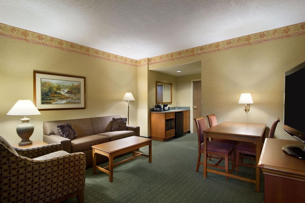 Living Area, Embassy Suites by Hilton Charleston Airport Convention Ctr
