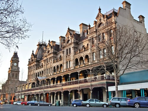Hotels near Central Deborah Gold Mine, Bendigo: Find Cheap