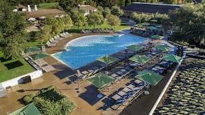 3 outdoor pools, free cabanas, pool umbrellas