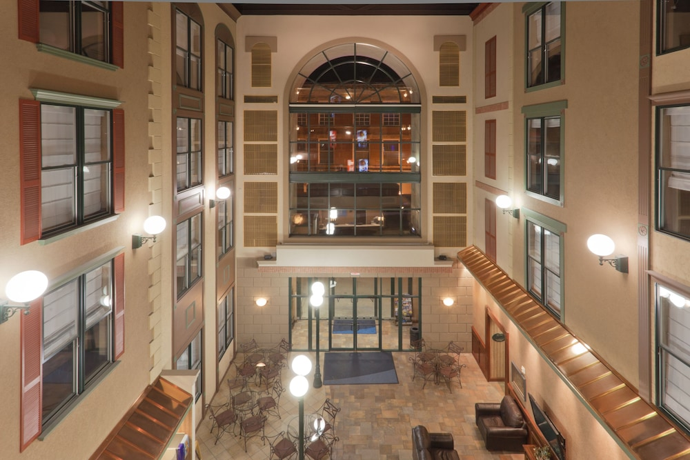 Lobby, Holiday Inn Express Hotel & Suites Deadwood-Gold Dust Casino, an IHG Hotel