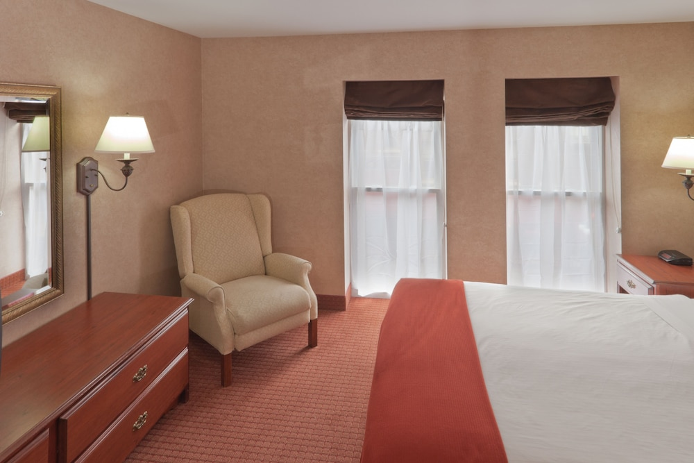 Room, Holiday Inn Express Hotel & Suites Deadwood-Gold Dust Casino, an IHG Hotel