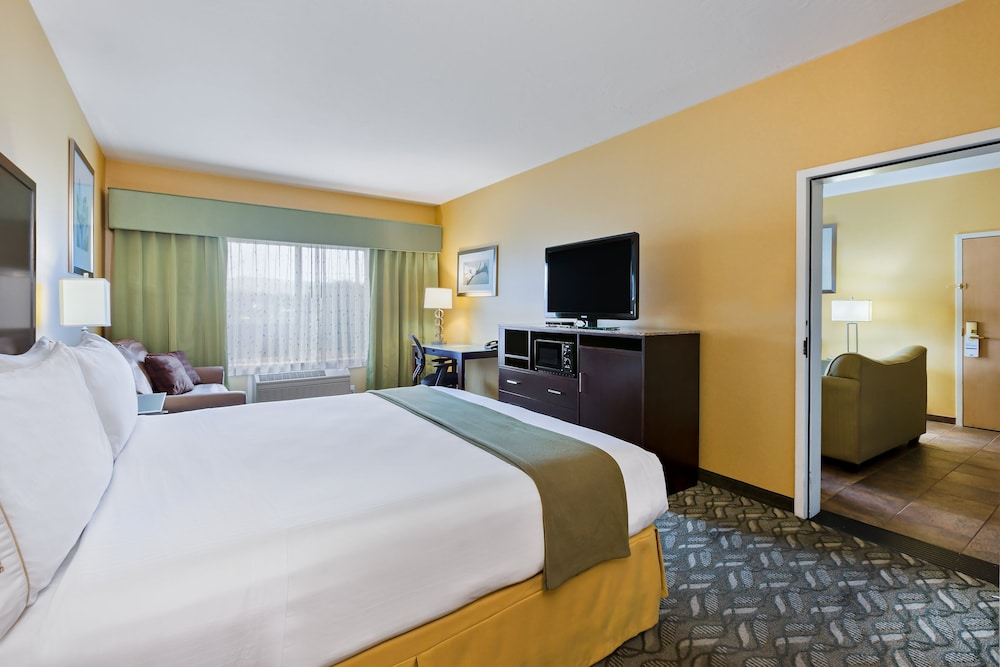 Room, Holiday Inn Express Hotel & Suites San Jose-Morgan Hill, an IHG Hotel