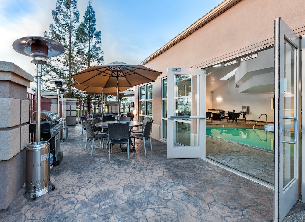 BBQ/Picnic Area, Holiday Inn Express Hotel & Suites San Jose-Morgan Hill, an IHG Hotel