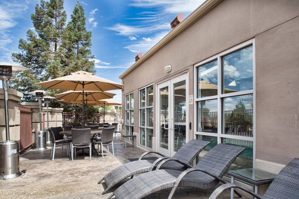Sundeck, Holiday Inn Express Hotel & Suites San Jose-Morgan Hill, an IHG Hotel