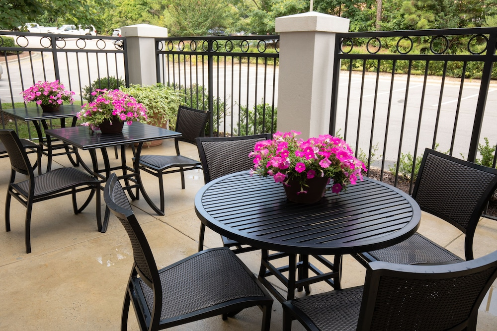 Outdoor Dining, Holiday Inn Hotel & Suites Raleigh / Cary, an IHG Hotel