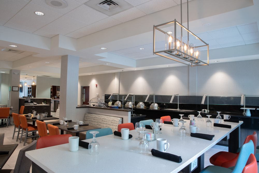 Restaurant, Holiday Inn Hotel & Suites Raleigh / Cary, an IHG Hotel