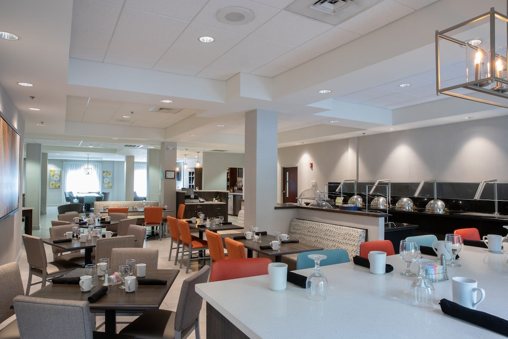 Breakfast Area, Holiday Inn Hotel & Suites Raleigh / Cary, an IHG Hotel