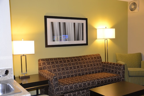 Holiday Inn Express & Suites Bloomington - Normal, an IHG Hotel