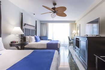 Deluxe Room, Ocean View (with pool view) - Guestroom