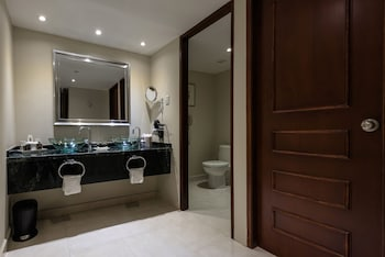 Royal Level Luxury Lateral Ocean View - Bathroom