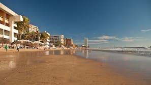 Ubicación a pie de playa, toallas de playa y pesca