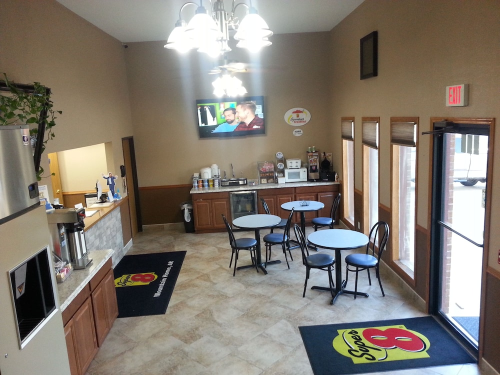 Breakfast Area, Super 8 by Wyndham Mountain Home