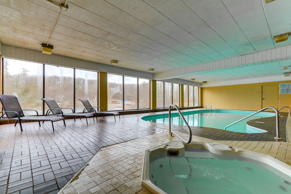 Indoor Pool, Chateau Resort & Conference Center