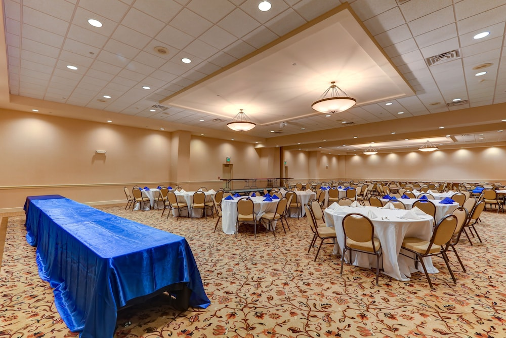 Dining, Chateau Resort & Conference Center