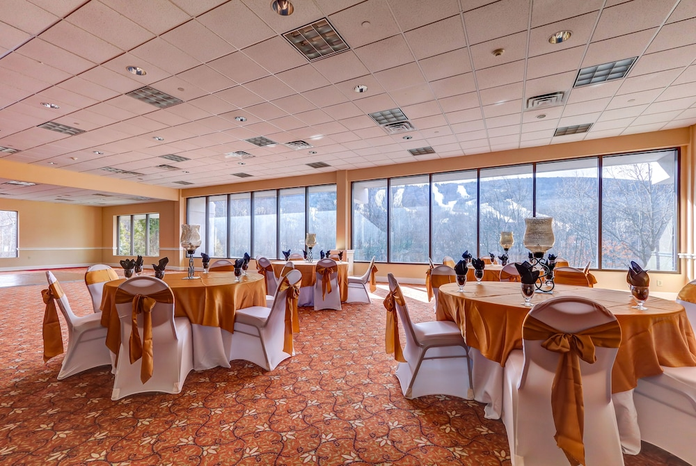 Banquet Hall, Chateau Resort & Conference Center