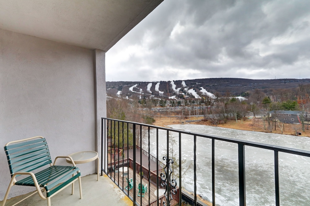 Balcony, Chateau Resort & Conference Center