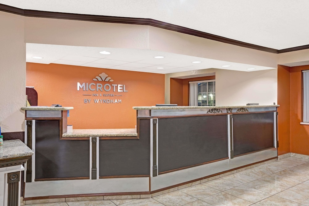Lobby, Microtel Inn & Suites by Wyndham Houston
