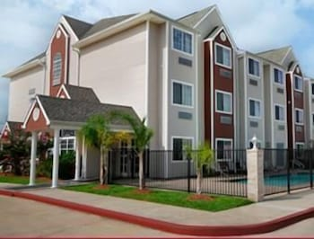 Front of Property, Microtel Inn & Suites by Wyndham Houston