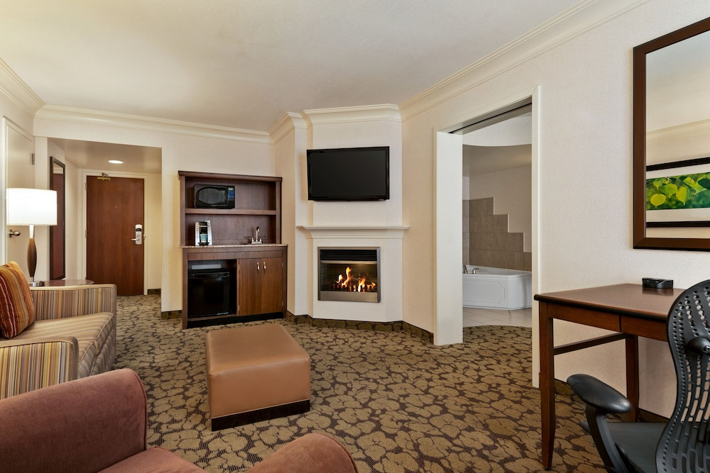 Living Area, Hilton Garden Inn Saskatoon Downtown