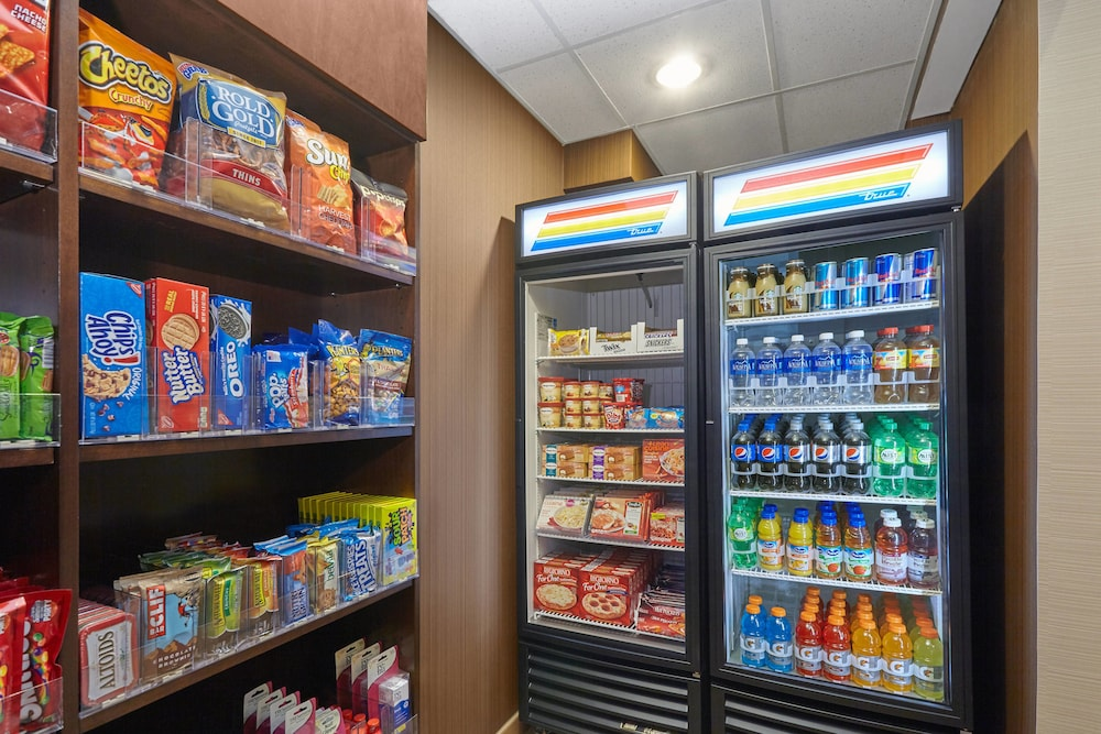 Gift Shop, Fairfield Inn & Suites by Marriott Lombard